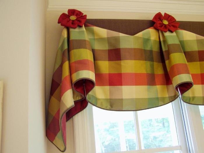 Карнизы и украшения для кухонных штор